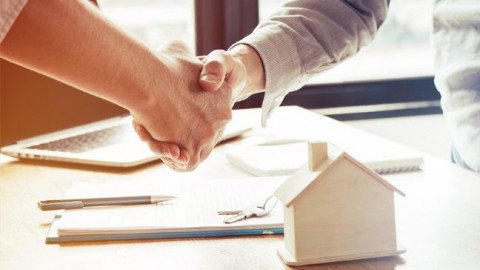 Reasons to Consult a Real Estate Agent cover