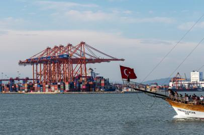 صادرات تركيا تسجل أعلى مستوى للشهر الثالث على التوالي